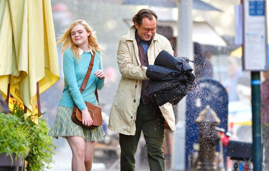 Dakokta Fanning y Jude Law en 'A Rainy Day in New York'