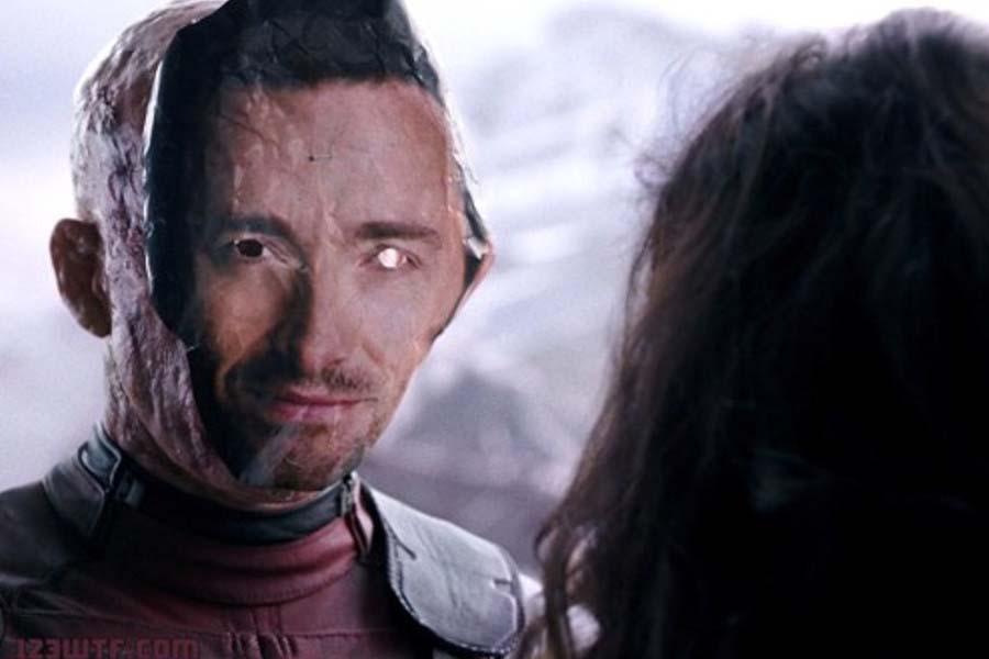 Ryan Reynolds en Deadpool con una máscara de Hugh Jackman