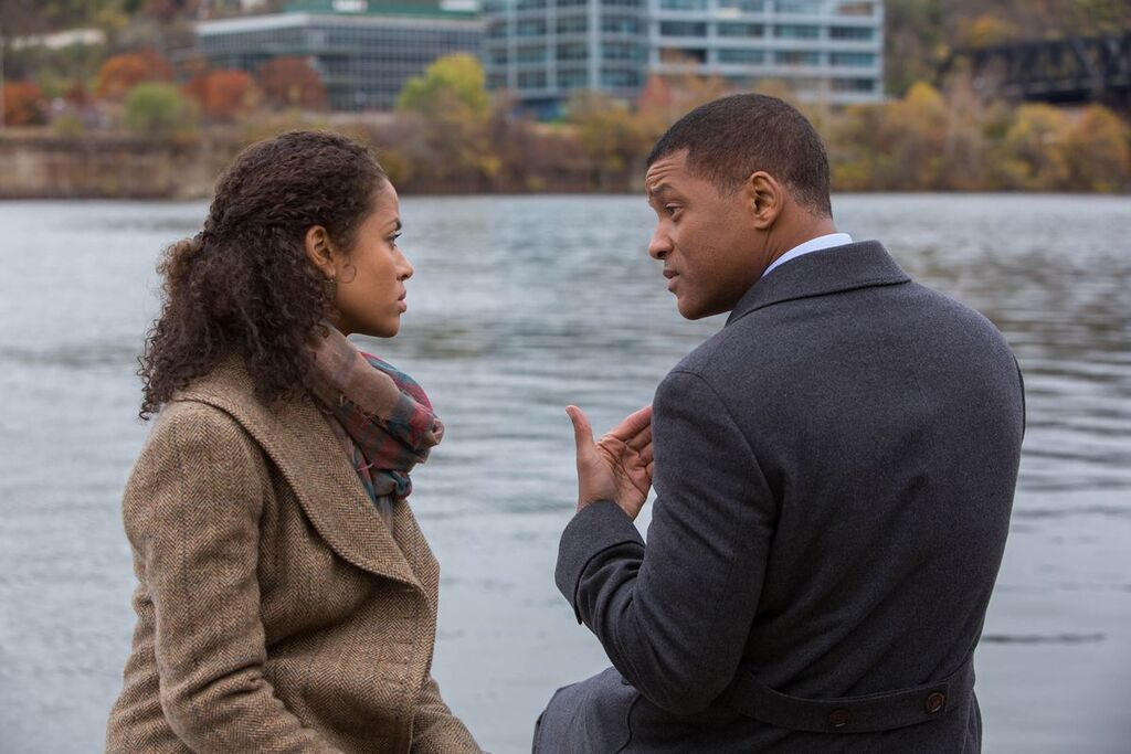 La actriz Gugu Mbatha-Raw, junto a Will Smith