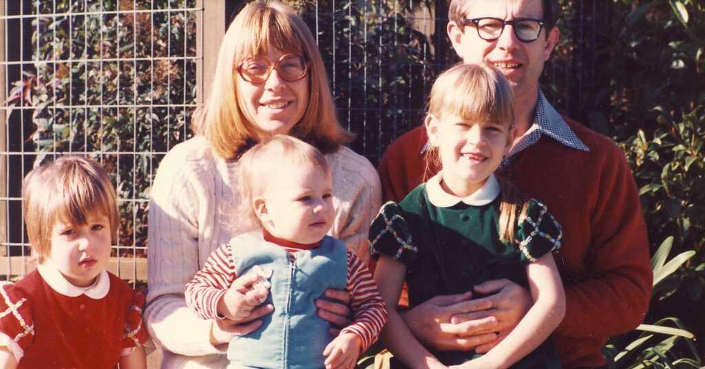 La familia Wojcicki, con Susan Wojcicki a la derecha, la mayor de las tres hijas