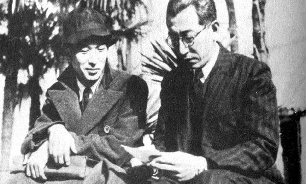 Un jóven Akira Kurosawa junto a su mentor, Kajirō Yamamoto
