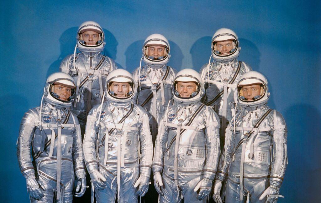 Los 'Mercury Seven', la tripulación del Programa Mercury, con sus peculiares trajes plateados