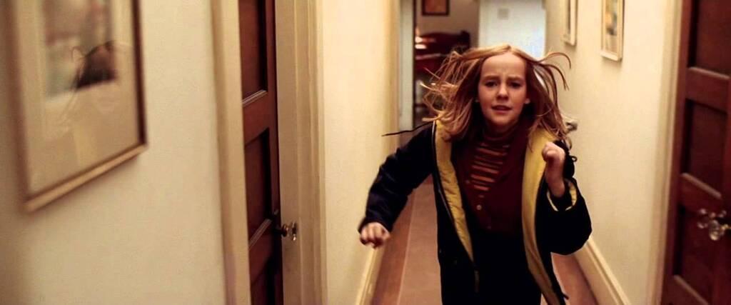 Jena Malone de pequeña en la famosa escena del espejo de 'Contact'