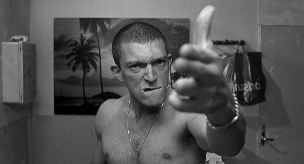Vincent Casset imitando a 'Taxi Driver', en 'La haine'