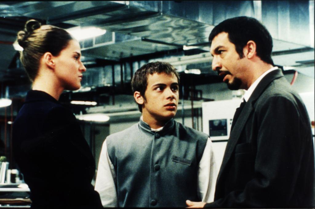 La actriz Leticia Brédice interpretando a Valeria (izquierda), Tomás Fonzi como Federico (centro) y Ricardo Darín en el papel de Marcos (derecha)