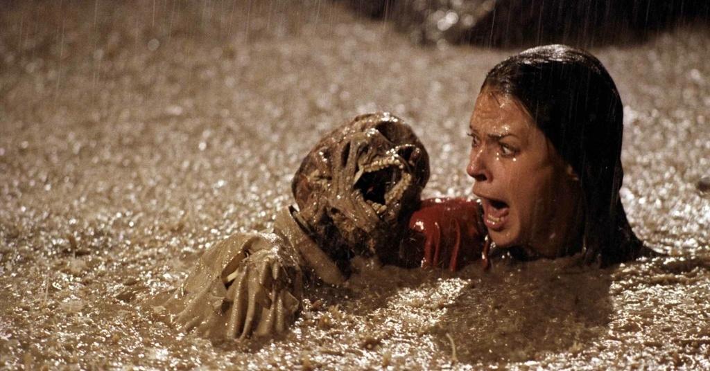 JoBeth Williams en la escena de la piscina con un cadáver real, de 'Poltergeist'