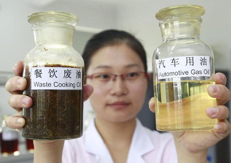 Izquierda: aceite usado sin diluir. Derecha: aceite usado diluido y mezclado
