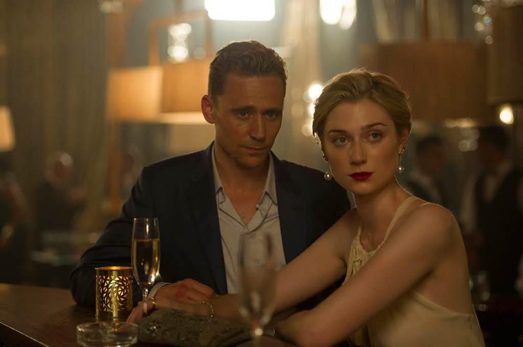 Elizabeth Debicki y Tom Hiddleston en 'El infiltrado'
